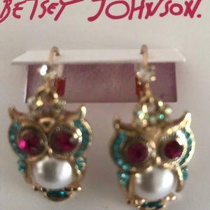Betsey johnson gold tone ornate owl drop earrings